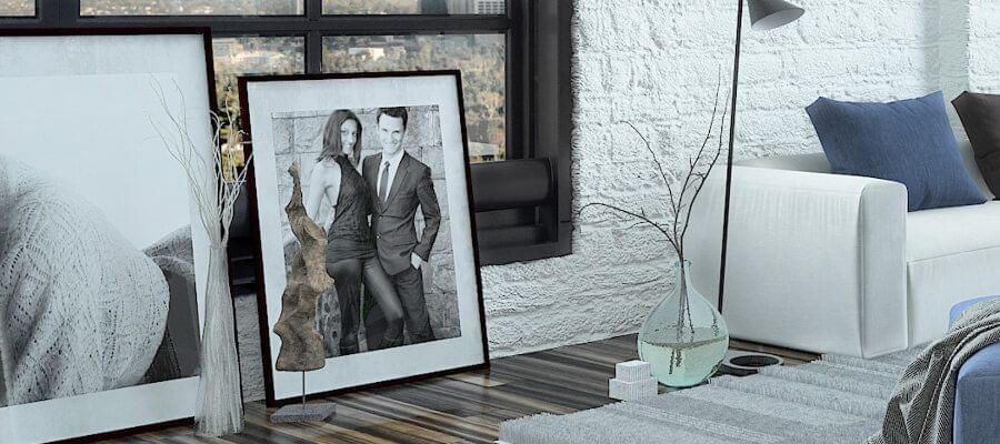 Ideaal en heel modern voor grote ruimtes: foto's op de grond plaatsen in plaats van op te hangen