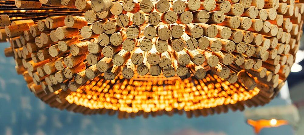 Stijlvol en modern: Een lampenkap, gemaakt van wijnkurken