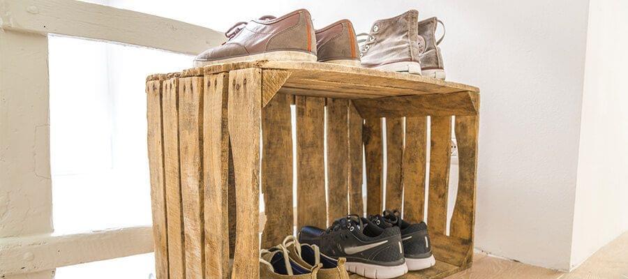 Trendy: Een oude doos als schoenenkast