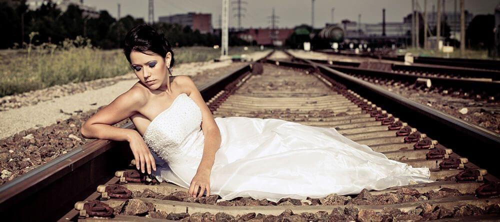 Stilgelegde stations hebben iets magisch en zijn leuk voor bruiloftsfoto's