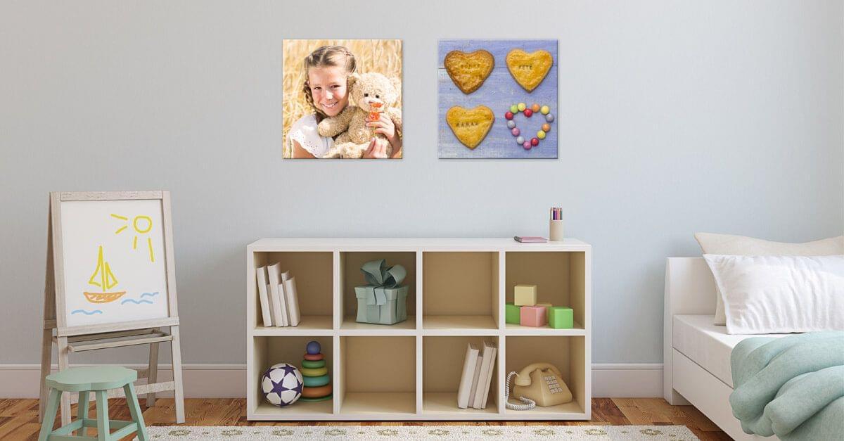 Hang geen grote foto's boven kleine meubelen op