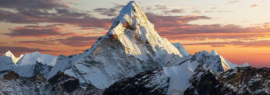 Sterke aanwezigheid: Een centraal geplaatste berg