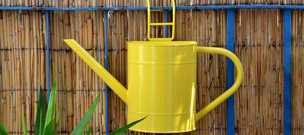 Zonnige kleuren en met bamboe beklede muren maken je balkon mooier