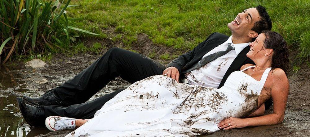 Caption: totaal verregende bruiloftsdag? Drijf he top de spits en maak er het beste van!