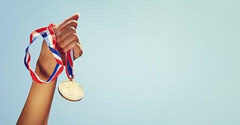 medaille in de hand