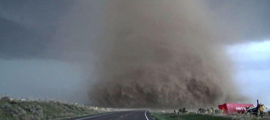 10-photos-of-tornadoes-weak-tornado