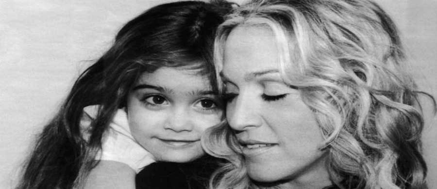 7-iconic-photos-of-famous-moms-madonna