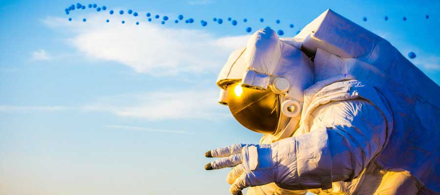 awesome-photo-from-festivals-coachella-astronaut