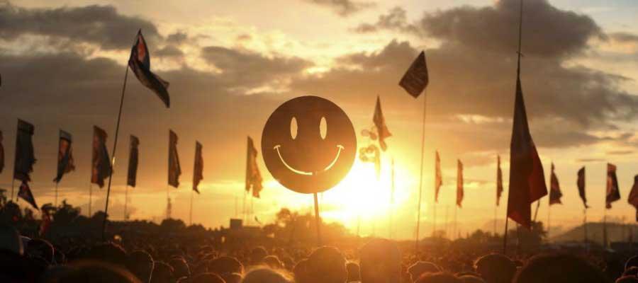 awesome-photo-from-festivals-glastonbury-sunset