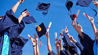 Graduierung Gruppenbild von der Seite