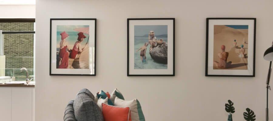 Una serie limpia colgada en una pared crea un entorno limpio.