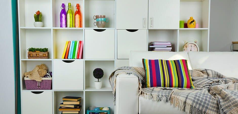 Los mismos motivos, otros objetos – rayas a todo color en la habitación.