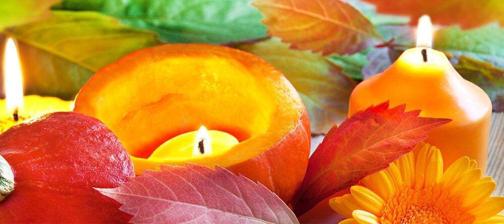 Decoración única de manera sencilla: plantas, velas, frutas –o todo junto.