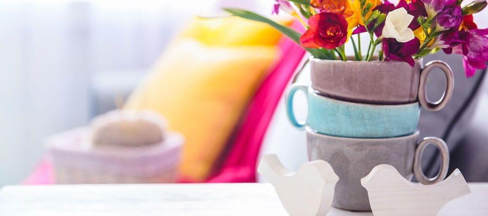 Las flores frescas son ideales para llenar tu casa de color.